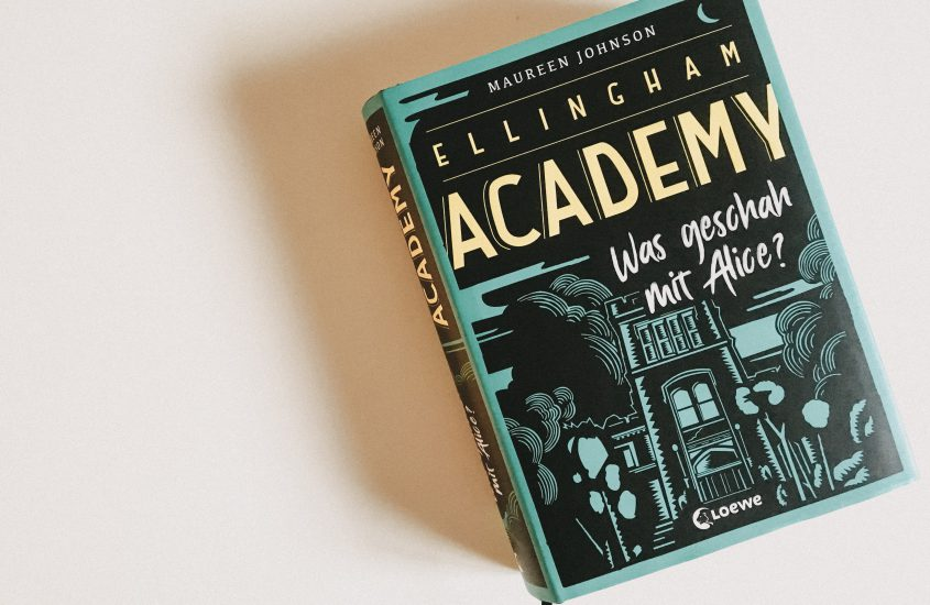 Rezension: Ellingham Academy – Was geschah mit Alice? – Maureen Johnson