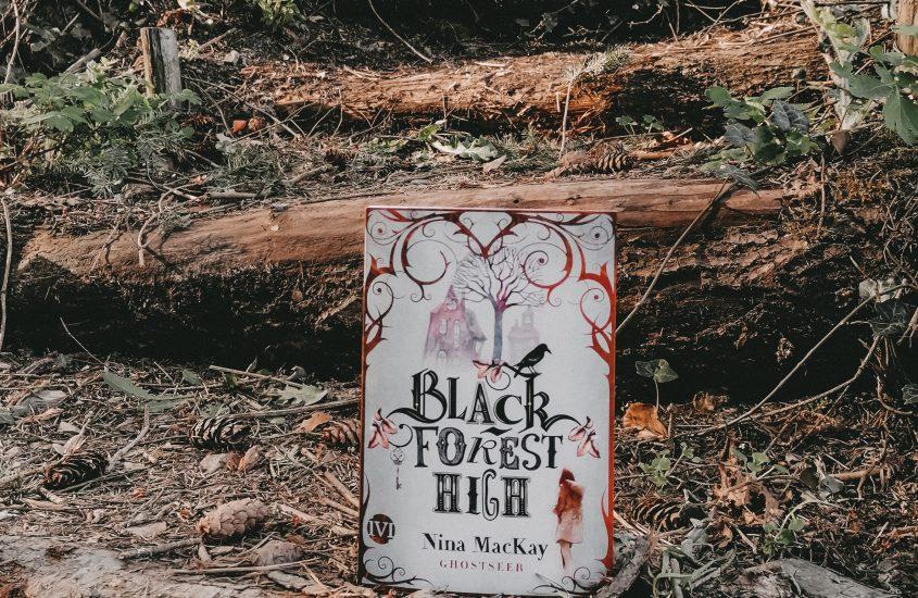 Rezension: Black Forest High Ghostseer – Nina MacKay